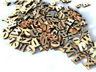 Medinės raidės
